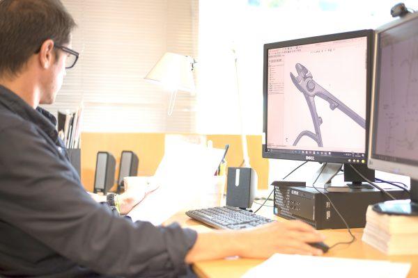 Desarrollo y modelado CAD de alicates de recolección de fruta con Solidworks
