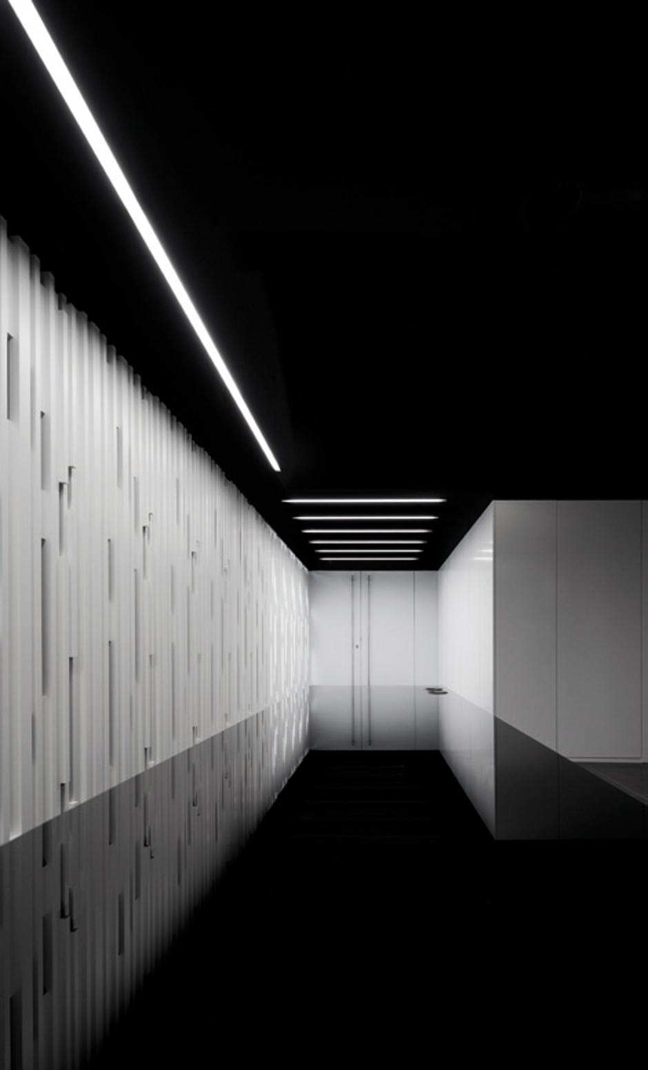 Interior de hotel con perfil de extrusion de aluminio de estudio discoh design para arkoslight luz