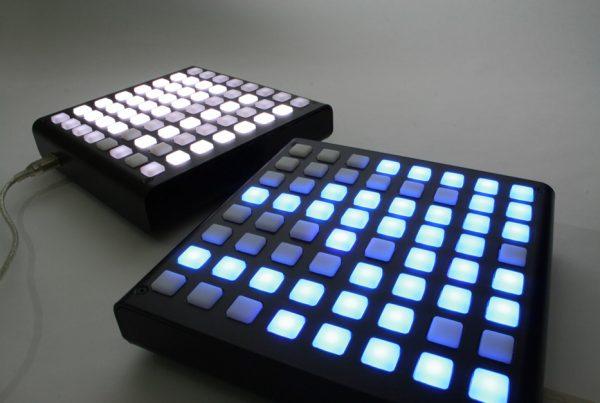 Equipo musical disc jockey electronica arduinome clon monome con arduino botones discoh design