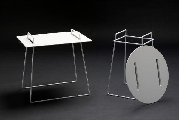 Mesa auxiliar con sobre extraible para utilizarlo como bandeja de servicio diseño discoh design corian