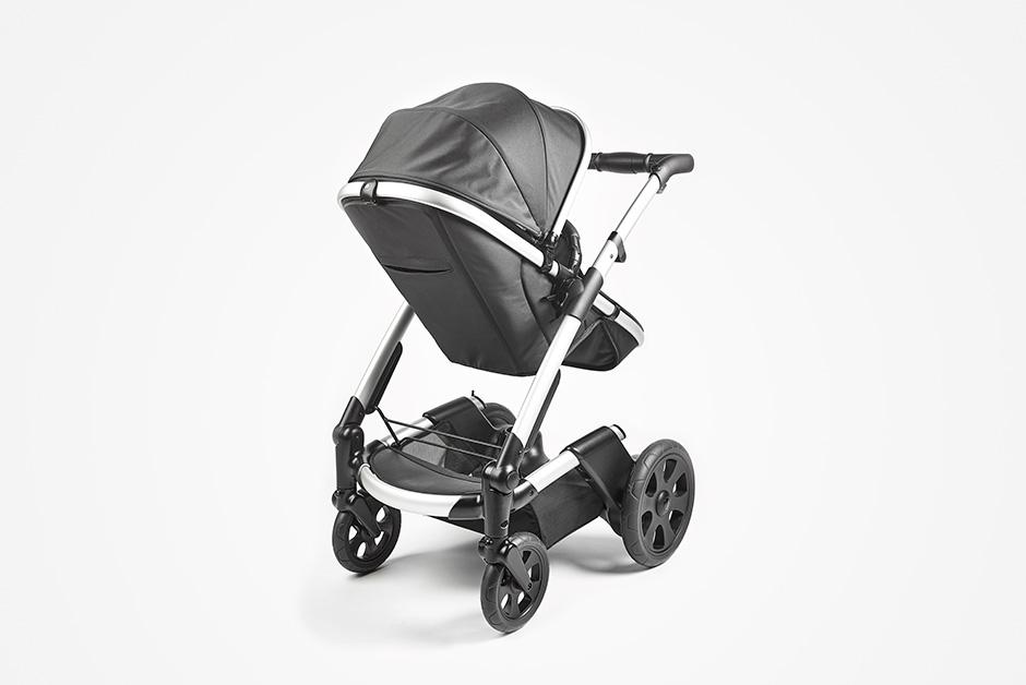 Cochecito de bebé Mayfair de Heetee. Un carro innovador por su sistema autónomo calefactable que permite mantener una temperatura cálida en el asiento del niño.