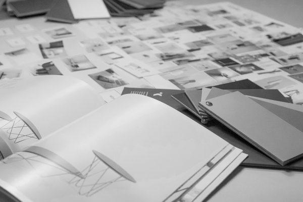 proceso de investigación, análisis del catalogo y materiales de clientes y estudio de mercado
