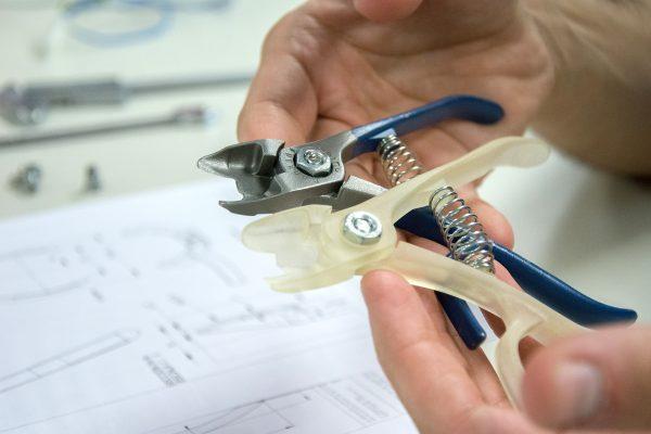 Prototipo en estereolitografía de la herramienta M11 diseño de Discoh design para Manzana Nules