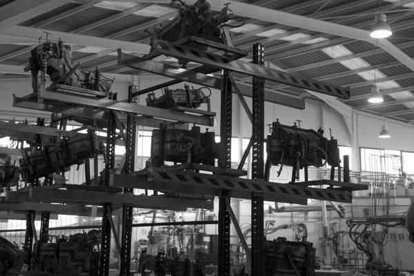 Moldes en la nave fabrica de inyeccion de poliuretano del proveedor de discoh design enrique aguilar