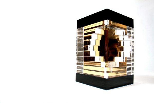 Trofeo en metacrilato corte laser diseñado por discoh pra premios expone oro cliente edecom21