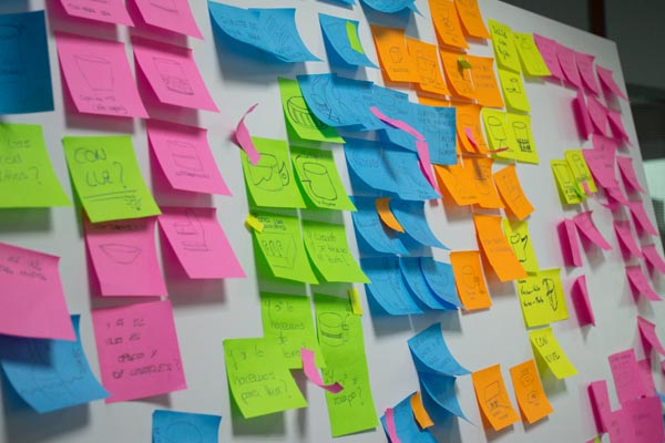 panel post-its con brainstorming en workshop de creatividad de discoh design en upna tudela
