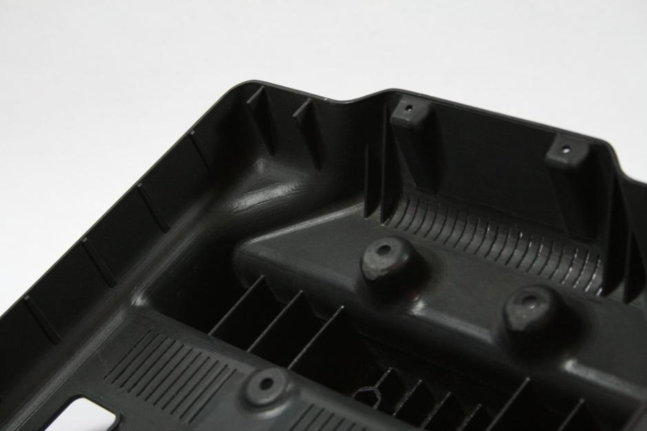 detalle nervios carcasa en inyeccion y colada de poliuretano de discoh design para taximedia