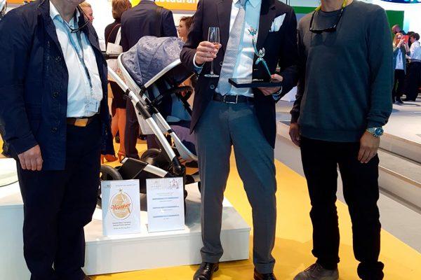 Samuel García galardonado con el Innovation Awards junto a Kiko Gaspar de Discoh Design y Gabriel Songel de Innoarea