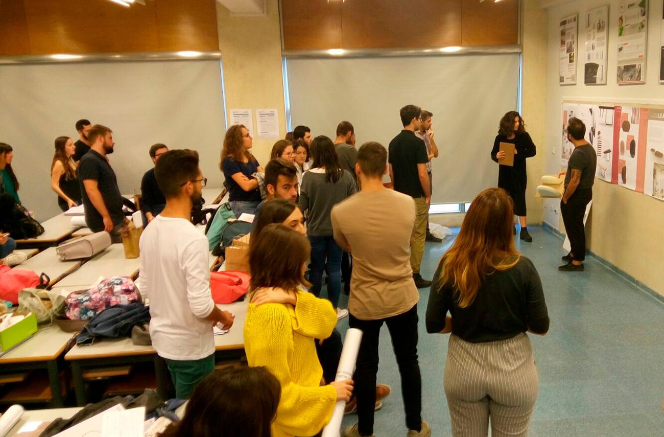 Omelette Editions junto a Discoh Design tutorizando a los alumnos en la UPV